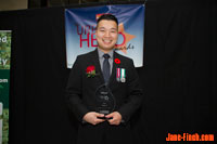 Paul Nguyen receives the 2013 North York Urban Hero Award